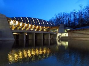 Crystal_Bridges_at_night